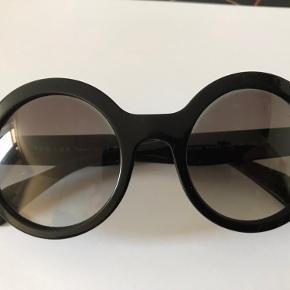 Fede Prada solbriller sort Ingen ridse el slid overhovedet Har ligget i skuffe, der er nummer i brillen SPR 06Q 51022