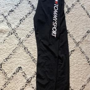 Super fede træningsbukser/leggings/tights fra Tommy Hilfiger 💕 Aldrig brugt - stadig med prismærke  Str. S