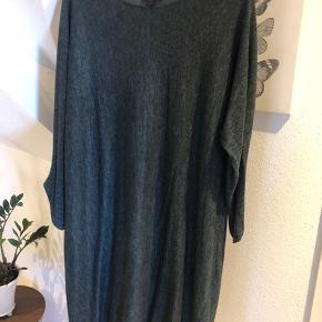 Super sød kjole som er utrolig behagelig at have på. Sender gerne, bytter ikke.
