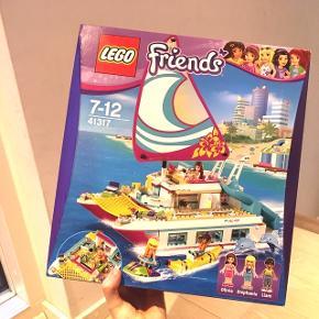 Helt ny kæmpe LEGO-Friends pakke. Der blev LEGO Friends solskinds-katamaran. Perfekt til julegaven.  Pris: 350 kr. Kan afhentes i Rødovre. Nypris: 500 kr.