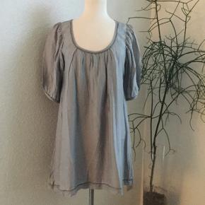 Tunika ell kjole med håndbroderede pyntesømme. #30dayssellout
