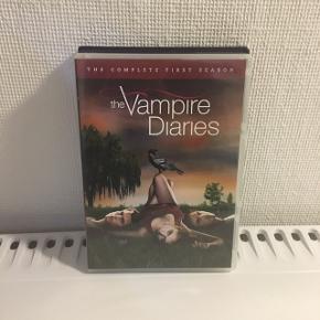 """De to første sæsoner af """"The Vampire Diares"""" - 50kr pr stk eller 80kr samlet."""