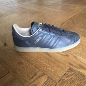 Lækre Adidas Originals Gazelle sneakers.  Størrelses angivelsen er 38 2/3.