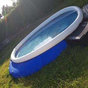 Sælger min pool da jeg fik ikke brugt den aligevel.  Er 2 uger gammel kun. Kvittering medfølger