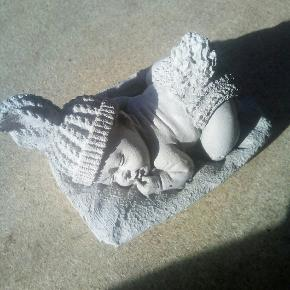 Beton figur baby brede 4 cm længde 4 cm