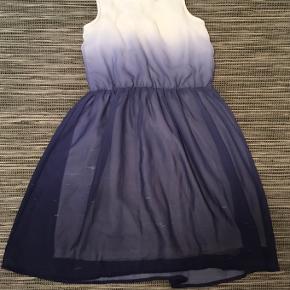Fin kjole i blå nuancer