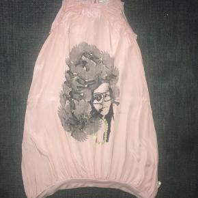 Pomp de Lux kjole 134 / 140 rosa beige guld grå mønster