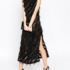Fin kjole, brugt en enkelt gang til galla.  Kom med et bud (:   - Skriv endelig for flere detajler, ang. størrelse og pasform (: