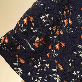 Bluse/kimono i navy fra Moves by Minimum. Str. XXS/S, men stor i størrelsen.