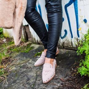 Flotte helt nye Copenhagen shoes i modellen Molly str 40. Stadig i æske med mærke. Sælges fordi str er forkert pga graviditet. Bytter ikke.