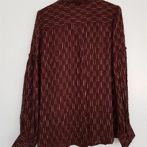 Varetype: Langærmet Farve: Bordeaux Oprindelig købspris: 899 kr.  Så god som ny, kun brugt meget få gange.