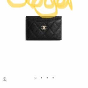 Søger denne Chanel pung - skal være ubrugt og med kvittering.  Jeg søger primært en der kan købe en ny i Chanel - selvfølgelig for en lille ekstra bonus ☺️