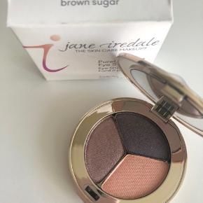 Jane Iredale PurePressed Eye Shadow Triple Farve: Brown Sugar Aldrig brugt Nypris 305,-  Kan også handles over mobilepay og sendes med PostNord for 10,-