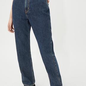 Sælger mine weekday bukser i modellen rowe eller row som den også hedder. Sælger dem da jeg ikke kan passe dem mere. De er st. 29/32  Byd gerne💞