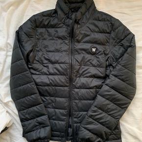 Jeg sælger denne helt nye Wood Wood jakke. Helt perfekt her til foråret. Nypris er 1500 kr, så jeg sælger den ikke for under 800 kr😊