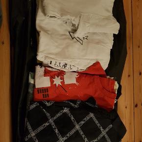 11 forskellige T-shirts  Brugt men i god stand. Str. M 5 kr. Pr. Stk.  Du får alle 11 for 40 kr.