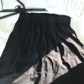 Fin nederdel fra noisy May. Brugt få gange og er derfor næsten som ny. Der er kommer i.