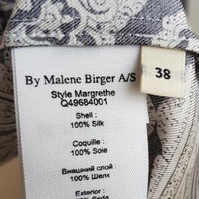 brugt 1 time 100% Silke brystvidde 2x51cm længde 102cm som ny dog fejl på skulder som har været der fra ny