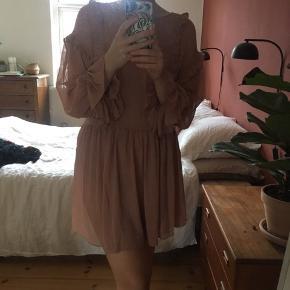 Kjole, lettere gennemsigtig, men virkelig fin!