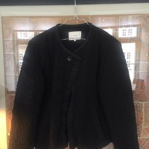 IRO jakke i str xs. Super fin overgangsjakke. Købt i IRO på strøget for ca 2500kr. Standen er god med brugt. 🧥🧥