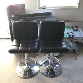 Fine barstole, brugte men fejler bestemt intet. Sælges grundet plads mangle. kr. 200,- for begge to