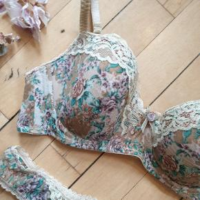 Floral Intimissimi Italian lingerie⚡⚡⚡ 75B cup and small panties