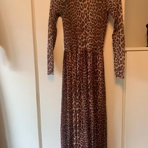 Ganni kjole  Størrelses mærket er klippet af men det er en XS