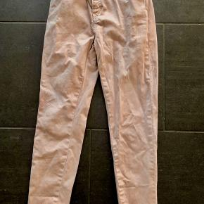 Bukser med stretch fra PDL, som min datter aldrig har villet gå med. Fejler derfor intet.