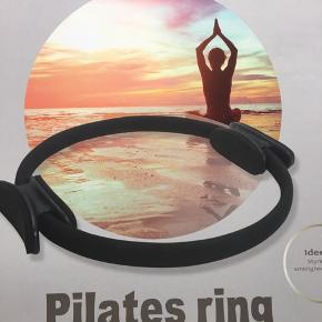 Pilates ring - aldrig brugt Fitness udstyr Np 89  tjek mine andre annoncer, sælger ud af en masse tøj, da det desværre er blevet for stort ✔️🙋🏼♀️   Er altid klar på en hurtig handel ☺️🌸