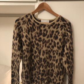 Smuk leopard trøje fra Mads Nørgaard