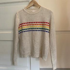 Strikbluse fra Urban Outfitters. Regnbue hjerter ❤️🧡💛💚💙 Passer s / m / 36  Tags: strik - sweater - rainbow