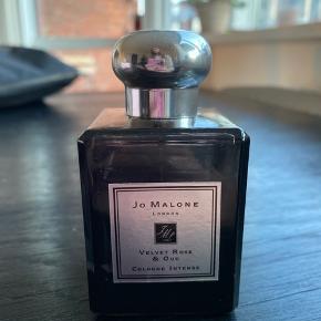 Jo Malone Cologne Intense 'Velvet Rose & Oud' 50ml. Unisex.  Der er brugt ca 10-15ml