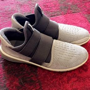 Super behagelige Ecco sko. Tegn på slid på læderet ved hælen, men ellers i rigtig god stand.  Sendes ikke, afhentes på Amager tæt ved Sundbyvesterplads.