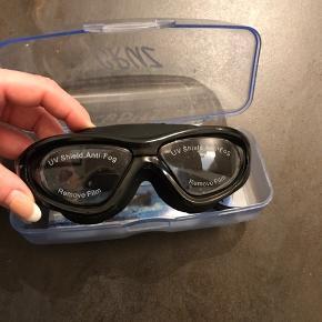 Helt nye og ubrugte dykkerbriller. Stadig med film på glassene.