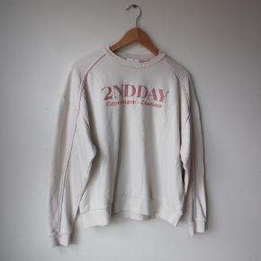 Sweatshirt i beige/hvid og lyserød :)
