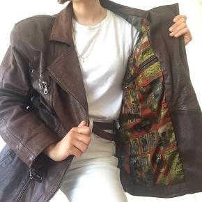 Real Leather Vintage jacket Original piece beautiful colorful inside fabric ✨You can try in Amma Copenhagen✨ I'm 165cm, size 36