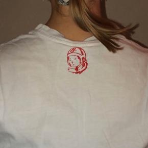 T-shirt fra mærket 'Billionaire Boys Club', str S.   Aldrig brugt og fejler derfor intet😊   140 kr + fragt