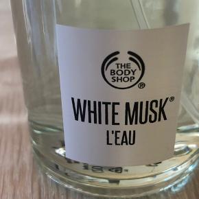 White Musk L'eau 60 ml. EDT  😊 - fik købt den forkerte, prøvet et par gange.. se billede for indhold 😊