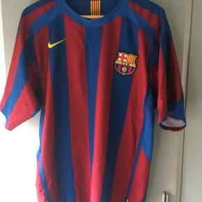 Barcelona trøje fra 2005/2006 sæsonen da de vandt Champions league finalen over Arsenal. Strørrelse medium.  Tags: fodboldtrøje, fodboldtrøjer, fodbold