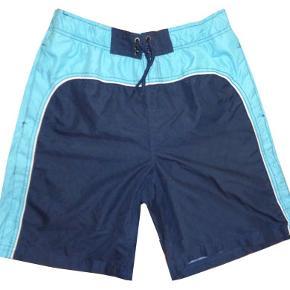 To par gode badeshorts i str M, et par fra Solid og et par fra Jsf. Begge shorts har netinderbuks. Brugt et par gange og i fin stand. Porto 37 kr