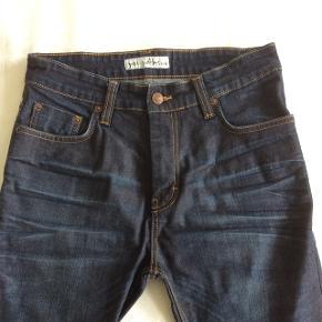 """Jeans - Just Junkies - str. 32/32 - mørkeblå med """"slid"""" - smalle ben."""