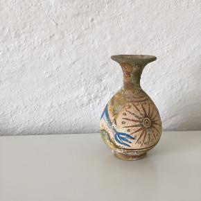 Rustik / antik lille vase                                  ☀️☀️☀️                ~ Byd gerne og skriv endelig ~             🌸 Rabat ved køb af flere ting 🌸                       👇🏻            👇🏻            👇🏻
