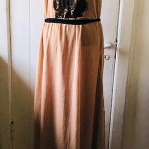 Super lækker kjole fra The Wardrobe. Ny med mærke på.