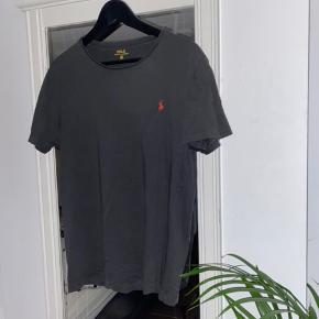 Fed Ralph tshirt, godt brugt, dog stadig mange vaske tilbage i den!