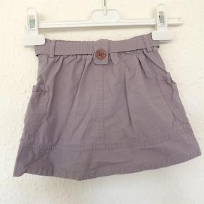 Varetype: Nederdel Størrelse: 12-18 mdr Farve: Lys lilla Oprindelig købspris: 279 kr.  Står som ny. Sendes med DAO