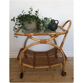 Alt for lækkert bambusbord/sidebord ❤️❤️❤️ Pris 750,- kr.