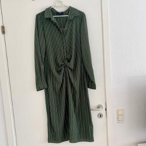 Lang fin armygrøn kjole str 40