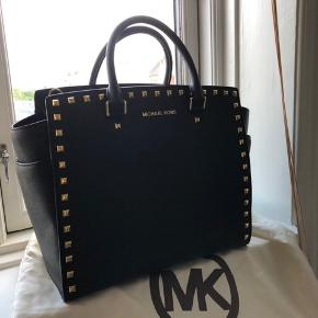 Michael Kors Salma bag, big. Perfect for work, was bought in New York. In perfect condition, used 5-10 times maximum. Height 28cm, width 40cm approx. Selling cause it is too big for me (I am not very tall)
