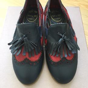 Ret fine flade sko fra Edit og Ella. Kun brugt få gange. Kom med et bud.