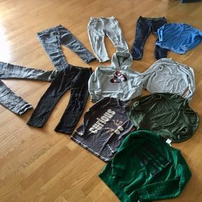 5 par bukser  Nifty jeans str. 10 år Kraftige denim jeggings  str. 10 år 2 par H&M jogging /har slid United Colors of Benneton slim fit/snydeknap.   2 ubrugte H&M bluser str. 134/140  Ubrugt VRS Sweatshirt str. 8-10  Hjort bluse str. 10 Lidt fnuller  Danefæ hættetrøje str. 10 Har en plet  United Colors of Benneton cardigan str. 10 Har noget fnuller+ lille plet  Prisen er så billig, så måler det ikke:-)  Gls 45kr